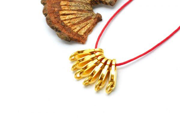 Beautiful 18k Solid Yellow Gold in Matt Finish Lobster Lock. 12X4mm Handmade and very Lightweight 18k Lobster Lock. Sold By 1 pcs